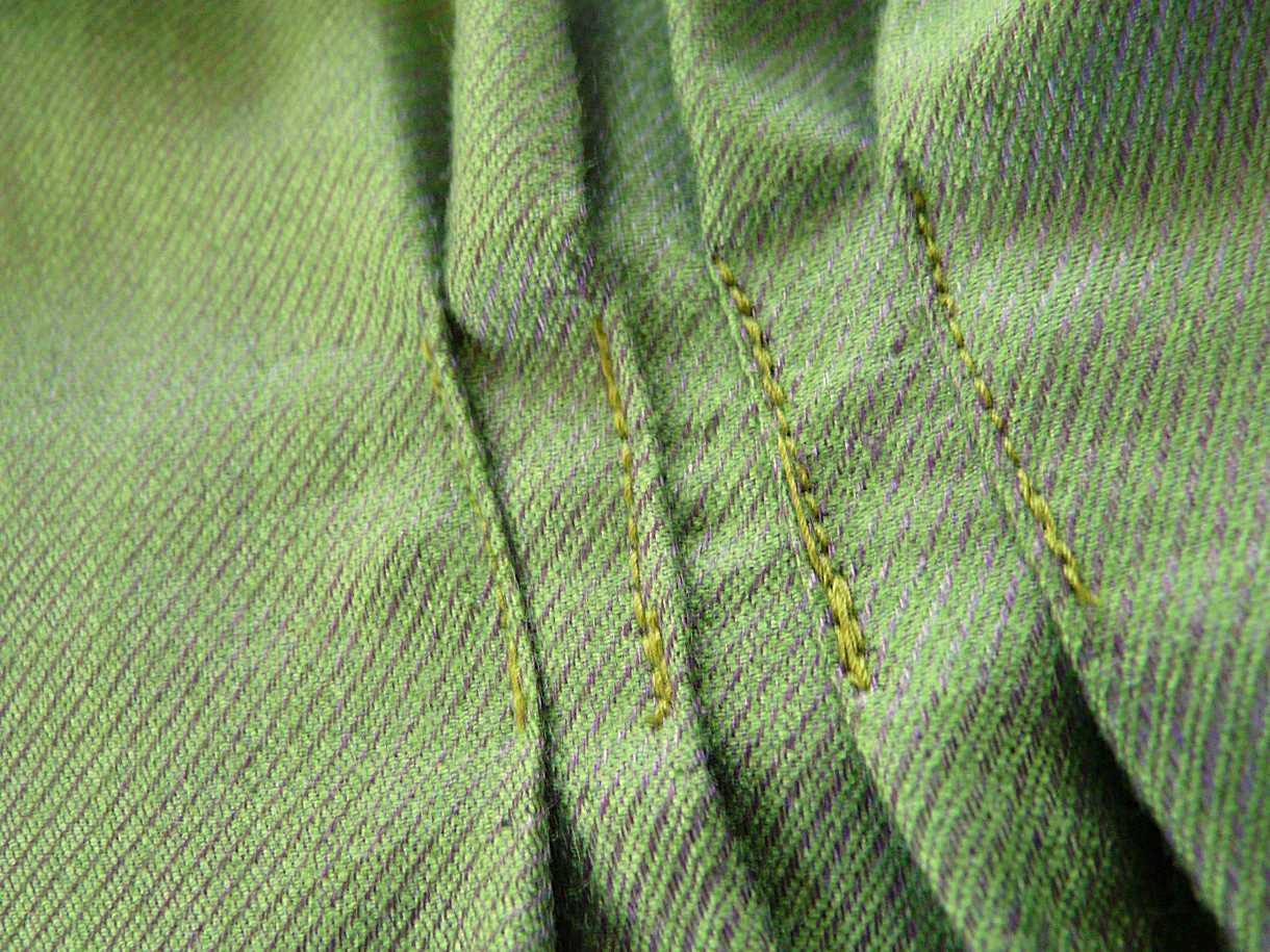 08 Back pleats