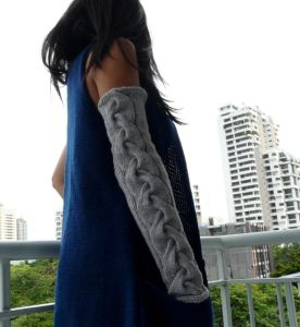 Slouchy Cabled Sleeve